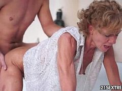 Hq Mature Young Threesome Sex Videos