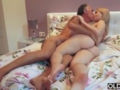 Cunt Fucked on Bed, Amateur Bed Fuck, girls Fucking, Passionate Kissing, Amateur Teen Perfect Body